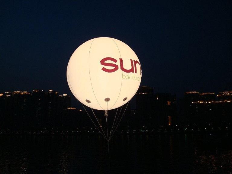Ballonnen Met Licht : Reclame objecten helium ballonnen beurs reclame funvending